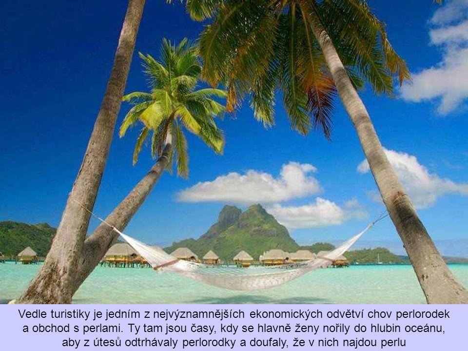 Vedle turistiky je jedním z nejvýznamnějších ekonomických odvětví chov perlorodek a obchod s perlami.