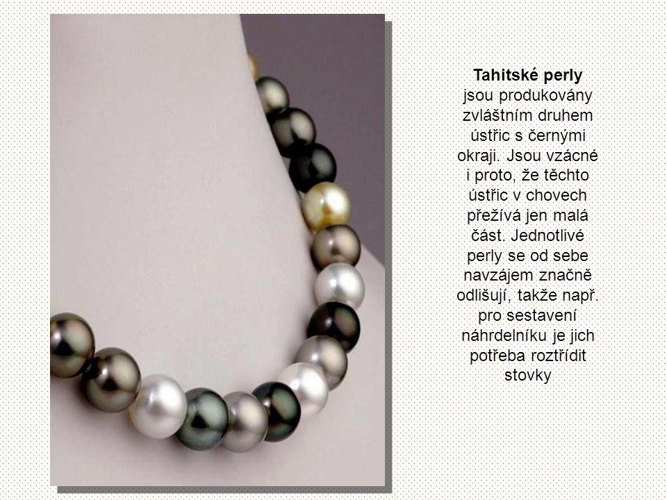 Tahitské perly jsou produkovány zvláštním druhem ústřic s černými okraji.