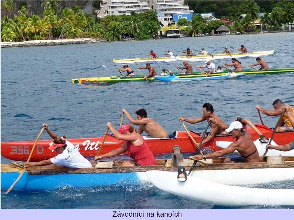 Závodníci na kanoích