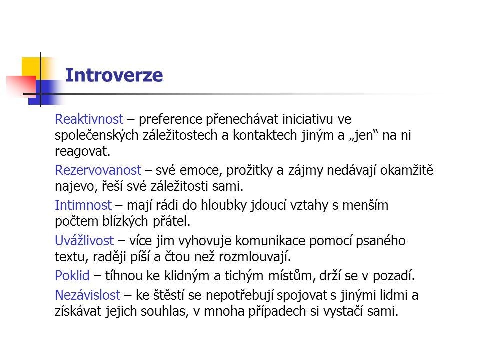 """Introverze Reaktivnost – preference přenechávat iniciativu ve společenských záležitostech a kontaktech jiným a """"jen na ni reagovat."""