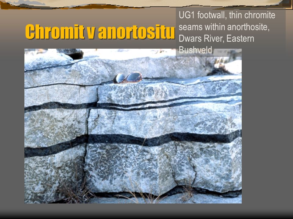 Chromit v anortositu UG1 footwall, thin chromite seams within anorthosite, Dwars River, Eastern Bushveld.