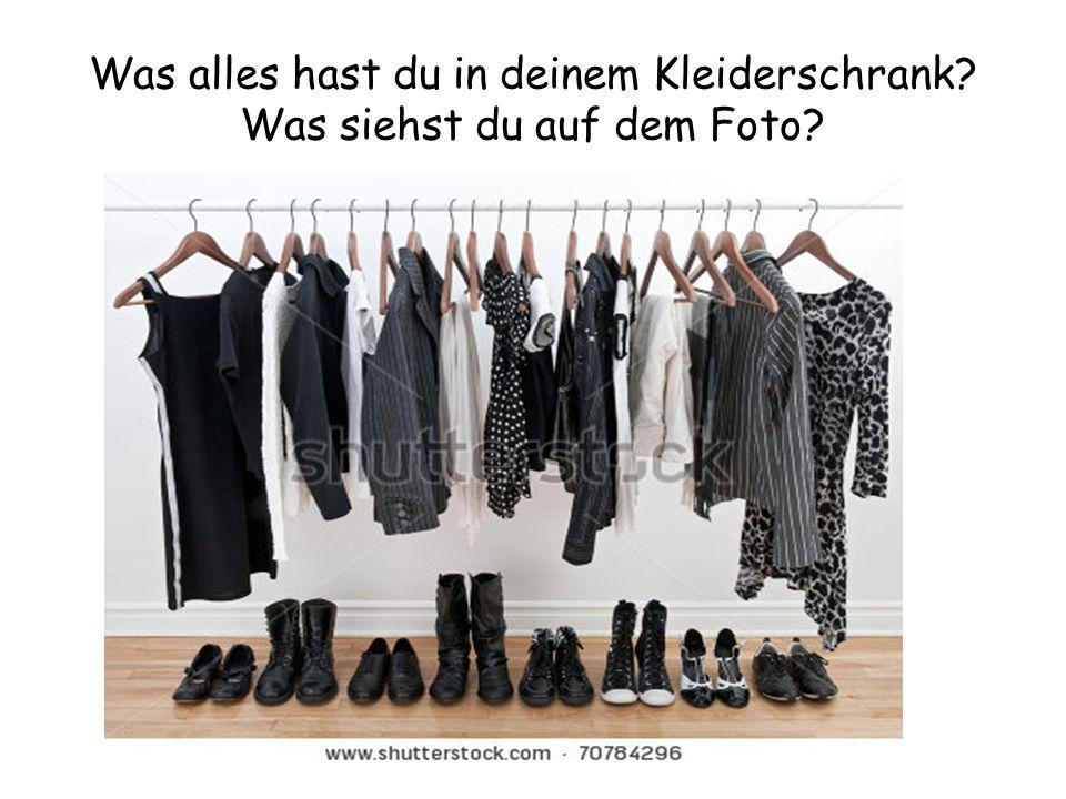 Was alles hast du in deinem Kleiderschrank Was siehst du auf dem Foto