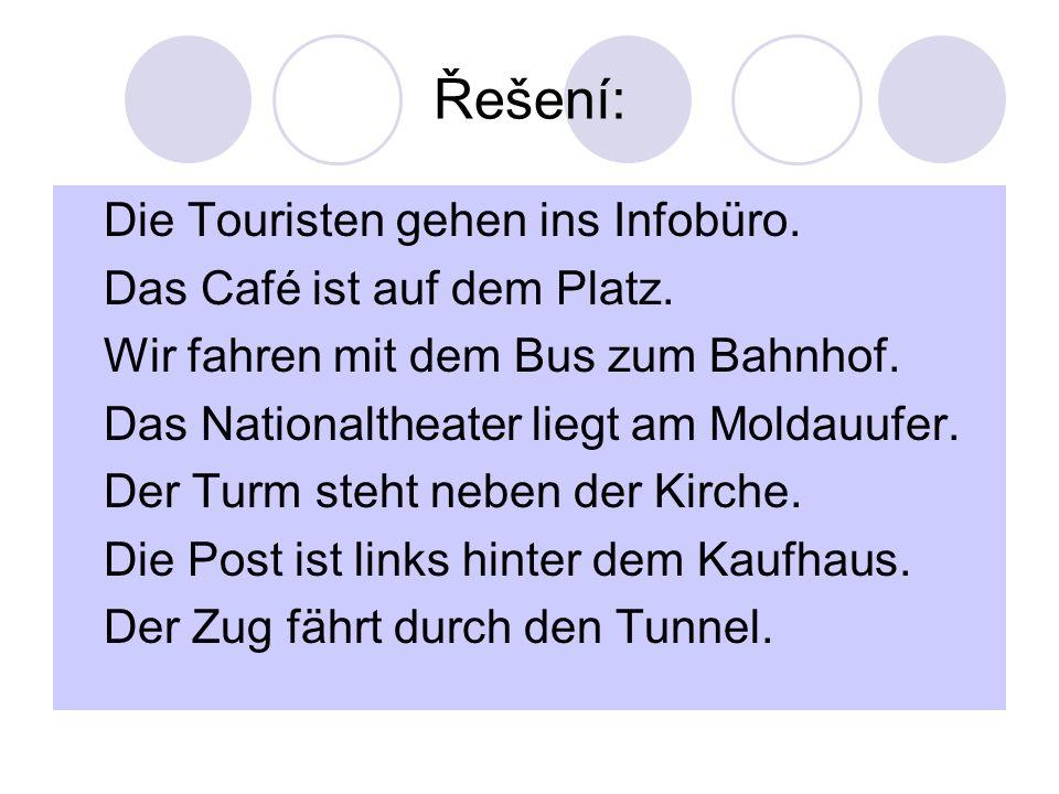 Řešení: Die Touristen gehen ins Infobüro. Das Café ist auf dem Platz.